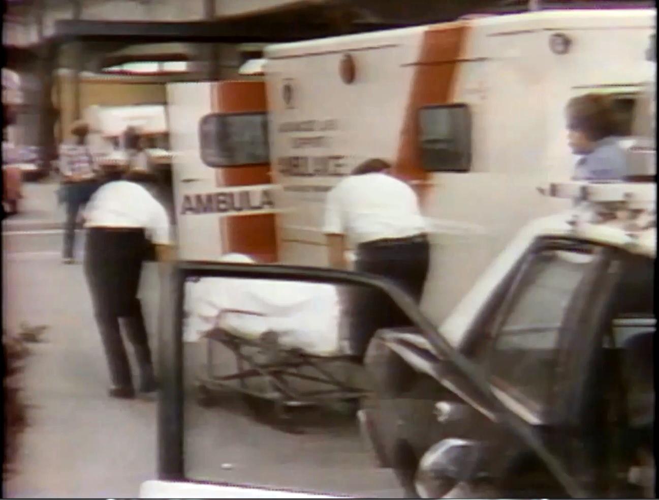 AAAA6972_ambulance